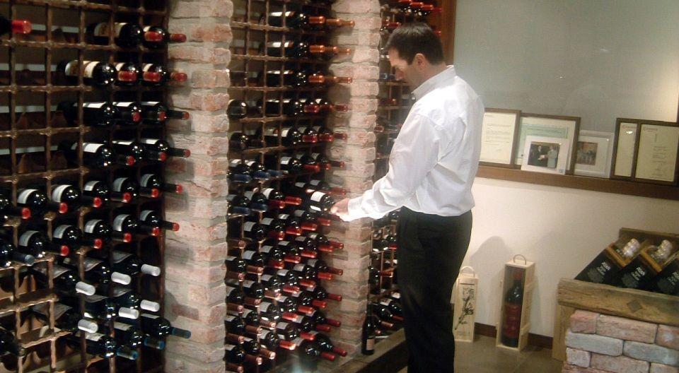 Bodega y selecci n de vinos pirineo aragon s hotel el - Cavas de vinos para casa ...