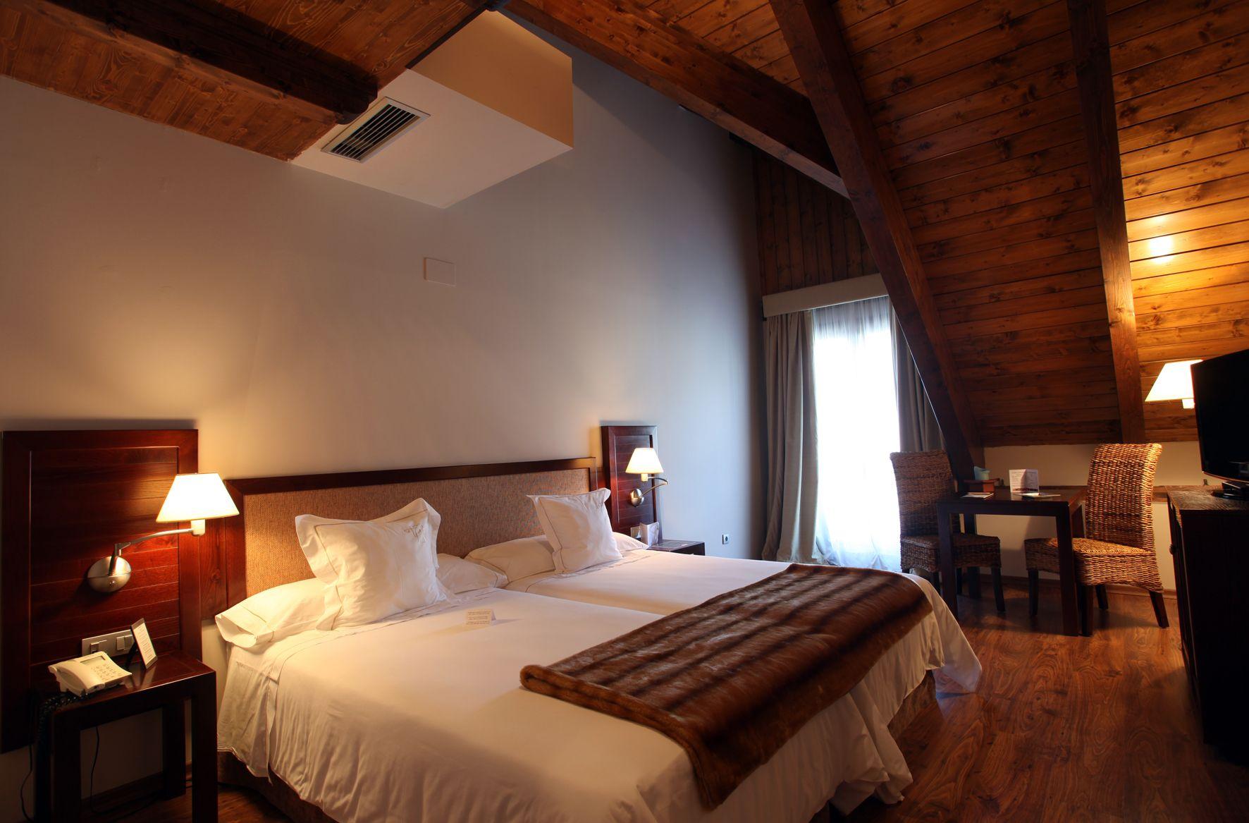 Habitaciones abuhardilladas hotel el privilegio de tena pirineo aragon s hotel el privilegio - Habitaciones abuhardilladas ...