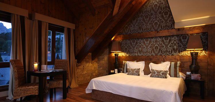 Habitaciones con chimenea en el Pirineo aragonés