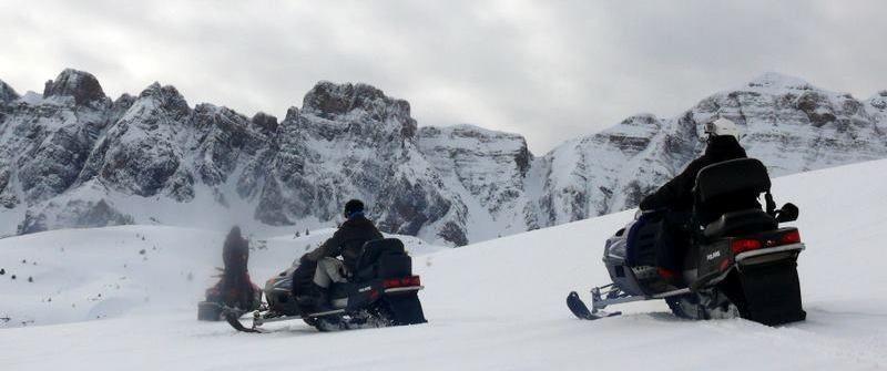 Motos de nieve en la Partacua