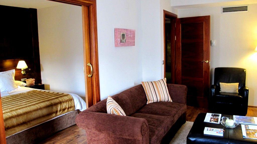 Junior Suite - habitación con chimenea en el Pirineo aragonés